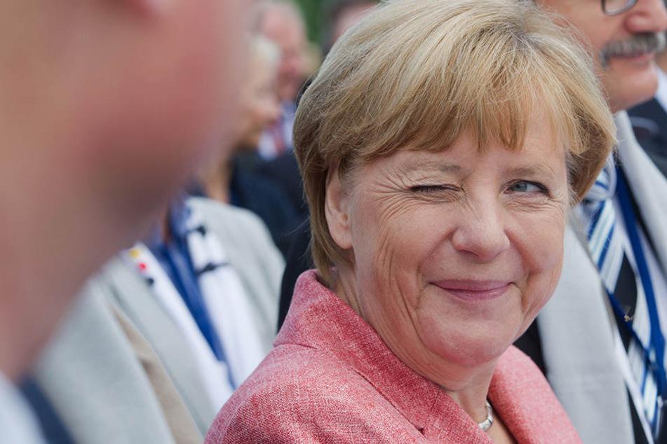 Wir sind gespannt, ob Bundeskanzlerin Angela Merkel (62, CDU) in Paderborn auch so gut gelaunt ist.