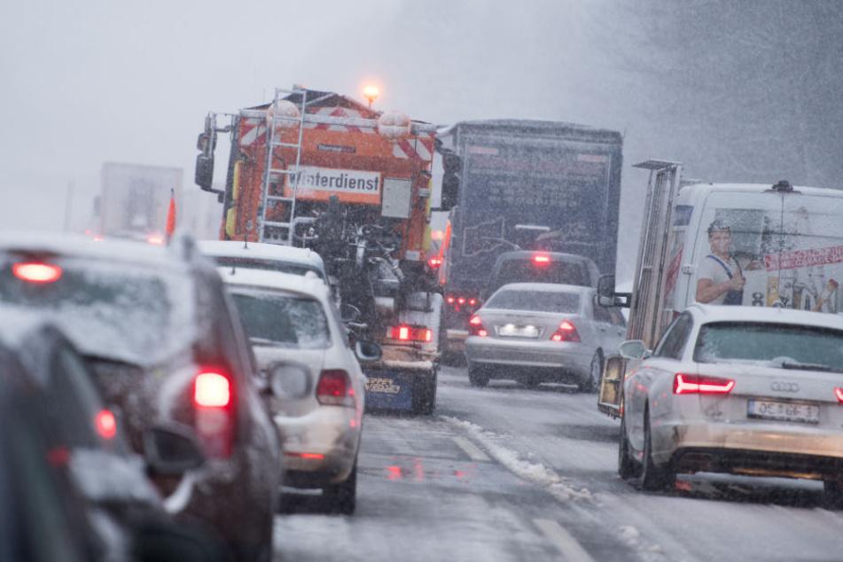 Mehrere Autobahnen in NRW mussten bereits teilweise gesperrt werden. (Archivbild)