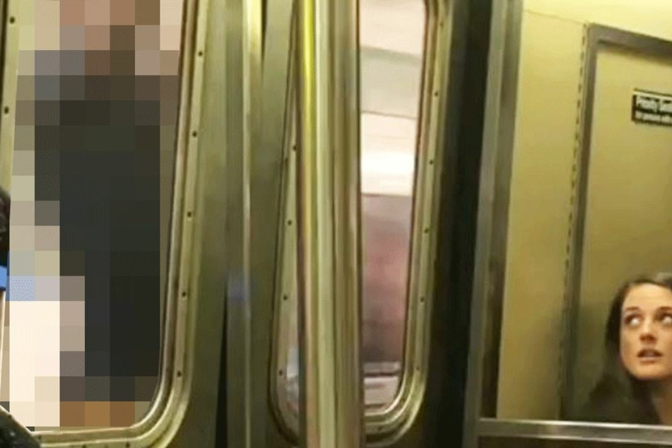 Als ein U-Bahn-Fahrgast sieht, was hinter der Tür geschieht, dreht er sofort ein Video