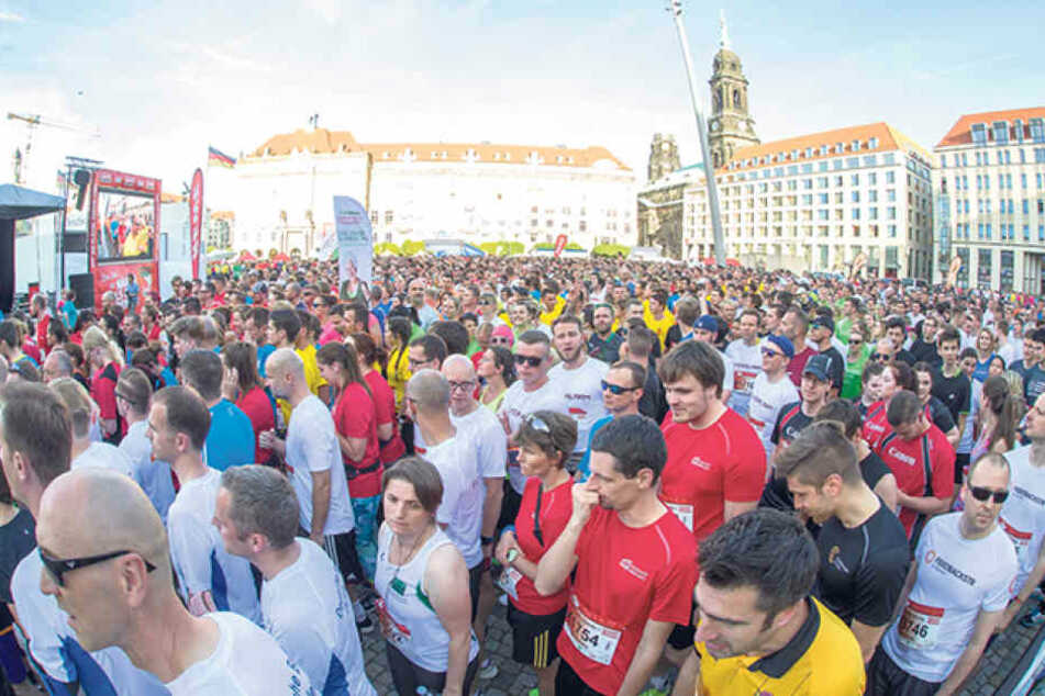In vier 5000er Wellen starten die Teilnehmer vom Altmarkt zum  DDV-Stadion.