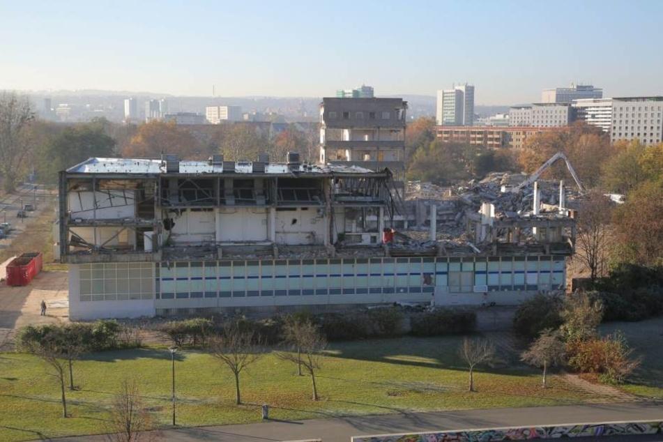 Das ehemalige Robotron-Gelände ist nur noch Schutt und Asche.