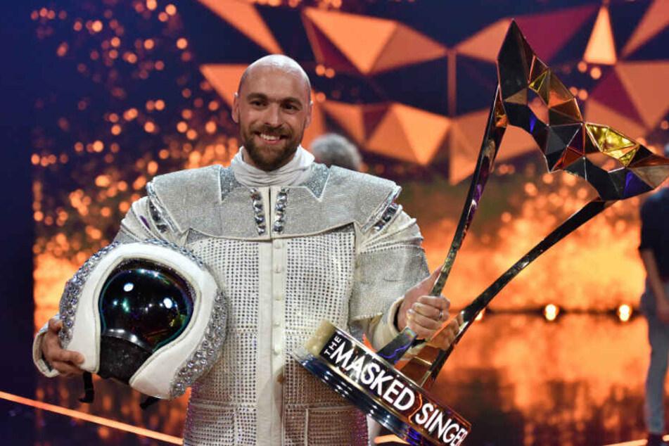"""Max Mutzke ist nicht nur der Astronaut sonder auf der Gewinner von """"The Masked Singer""""."""
