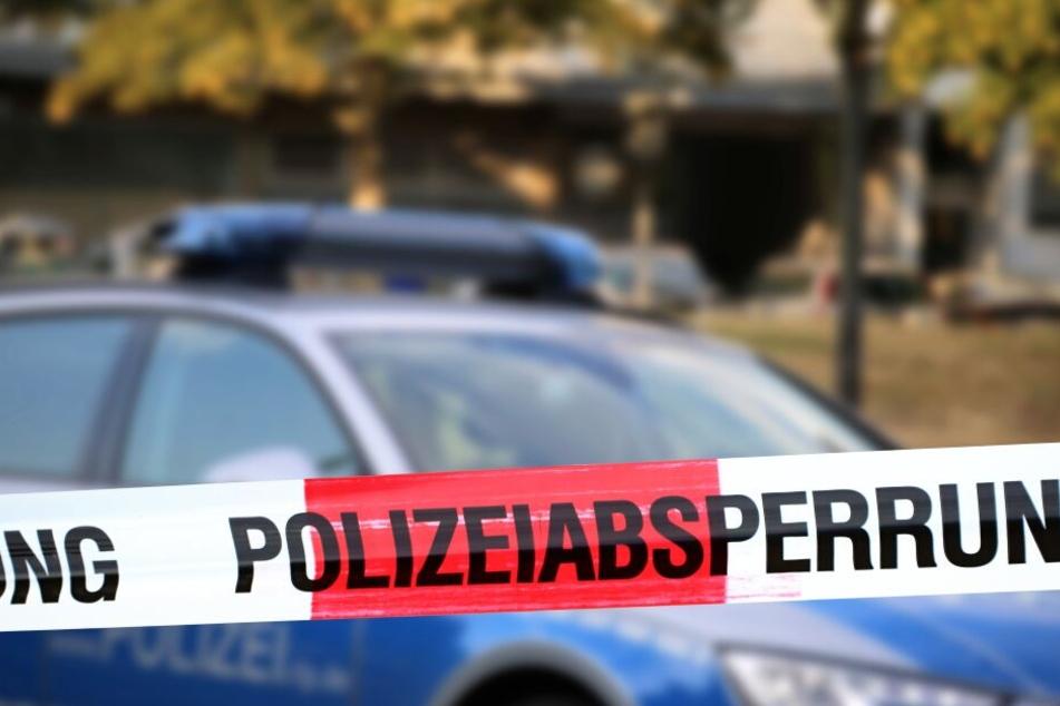 Die Polizei sicherte den Unfallort für Ermittlungen ab. (Symbolbild)