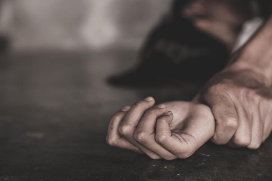Hilflos ausgeliefert: Wer kann der Polizei die wichtigen Hinweise zur Ergreifung des Vergewaltigers liefern?