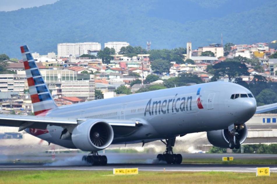 Was für ein Horrorausflug für 300 Passagiere eines American-Airlines-Flugs: Statt Silvester in New York erlebten sie gleich mehrere Pannen.