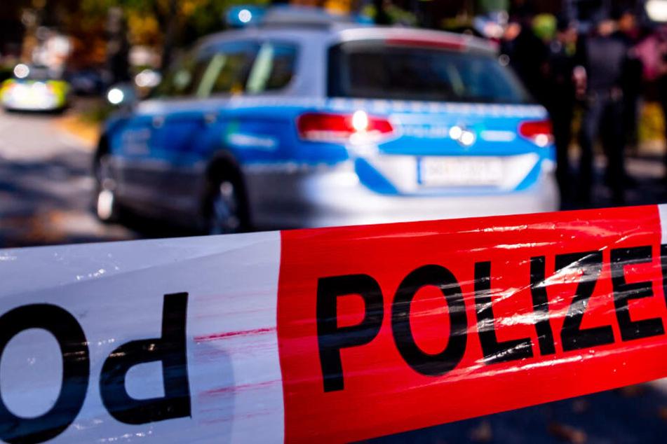 Die Polizei musste die Wohnung eines aggressiven Mannes stürmen. (Symbolbild)