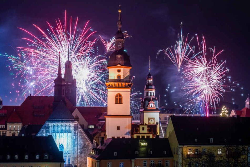 Mit einem bunten Silvesterfeuerwerk begrüßten die Chemnitzer das neue Jahr, das viele Highlights und Neuerungen für die Stadt bereit hält.