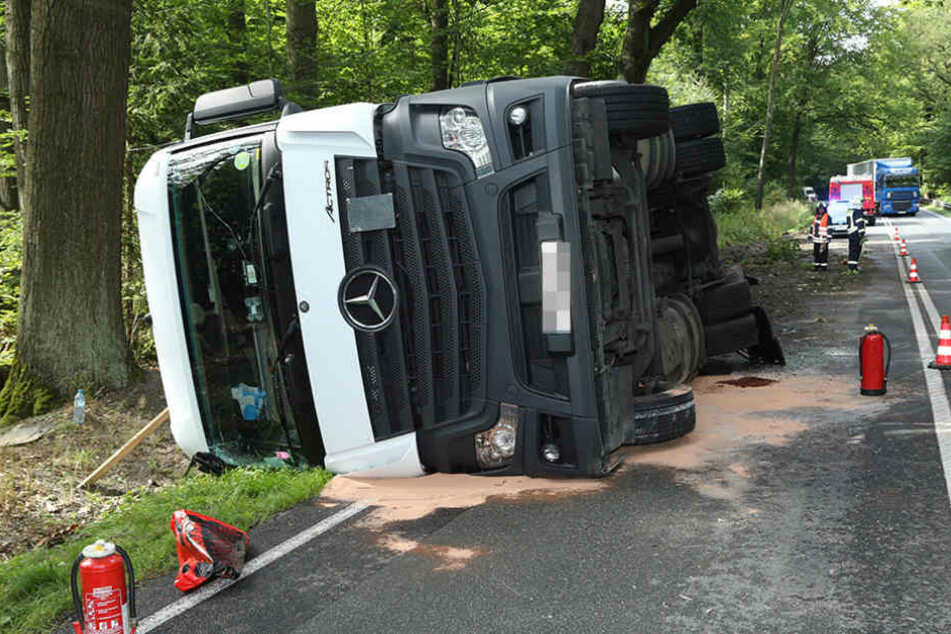 Der Fahrer wollte einen Unfall vermeiden und kippte dabei mit seinem Wagen um.