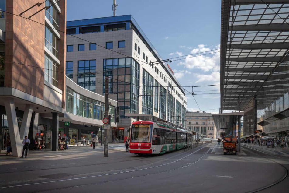 Chemnitz: Mann rastet an Wahlkampfstand aus und verletzt Wahlhelfer