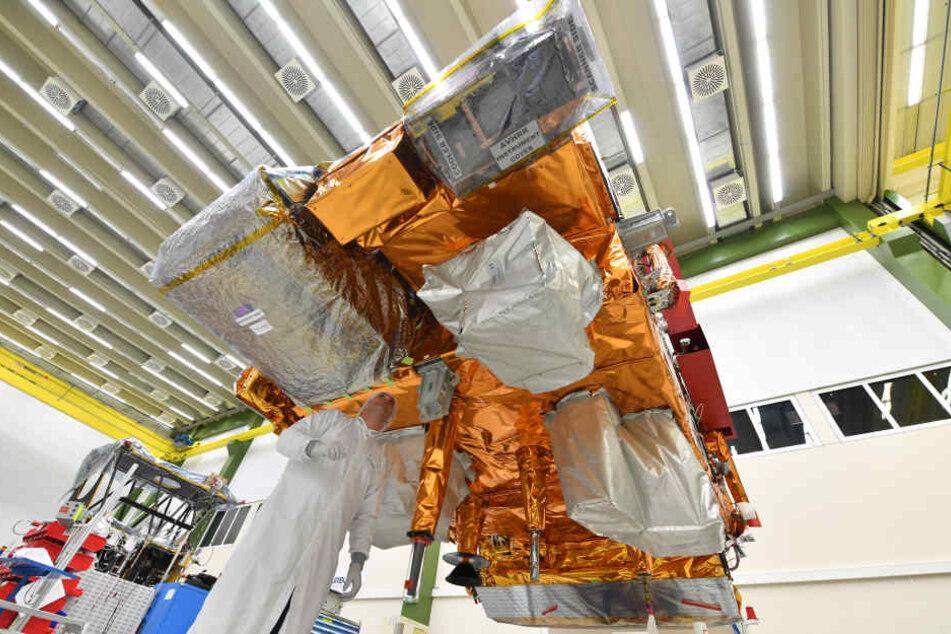 """Satellit """"Metop C"""" bei der Präparation für den Start."""