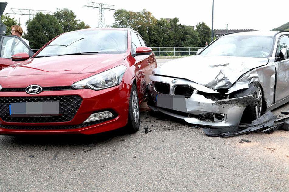 Auch ein Hyundai und ein BMW waren in einen Crash bei Niederwartha involviert.