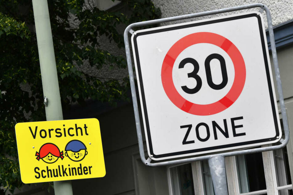 Vor den meisten Hamburger Schulen gilt die Beschränkung bereits.