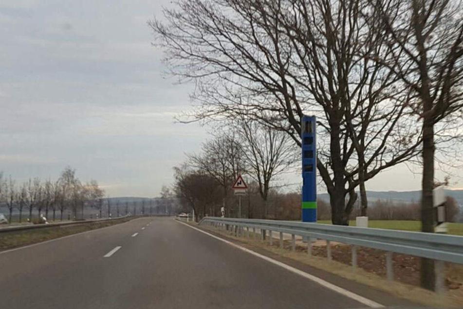 An der B173 stand die erste Kontrollsäule in Sachsen und sorgte für mächtig Aufsehen.