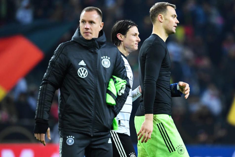 Momentan ist Manuel Neuer (r.) die Nummer eins von Joachim Löw. Doch Marc-André ter Stegen (l.) lauert auf seine Chance.