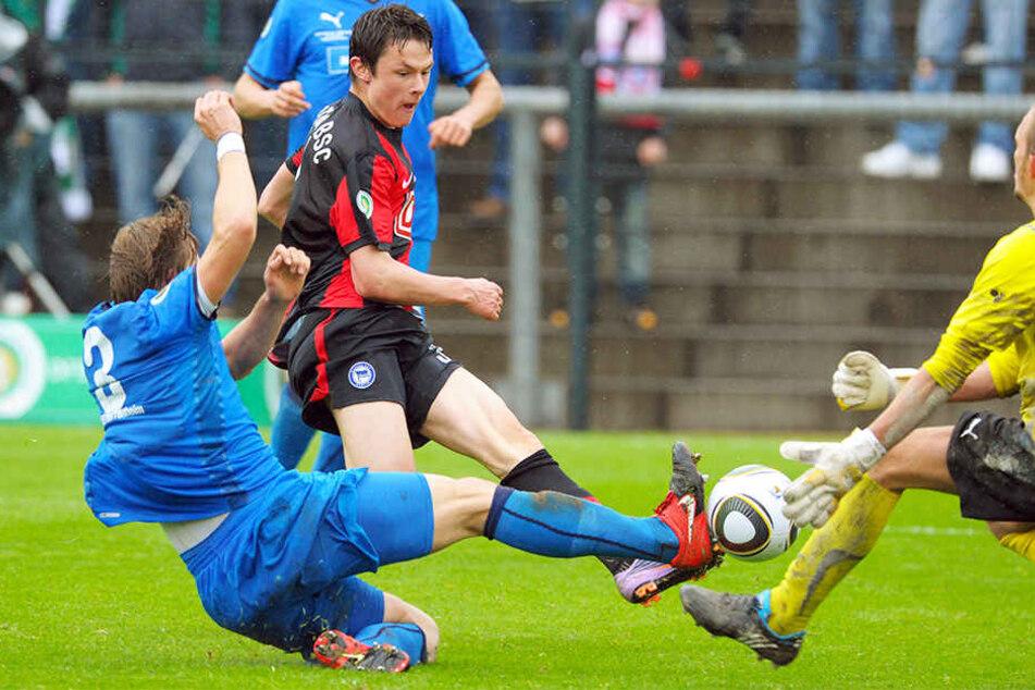 Kreuzte bereits im Alter von 17 Jahren die Klingen mit der TSG 1899 Hoffenheim. Im DFB-Junioren-Vereinspokalfinale unterlag Nico Schulz (Mitte) mit Hertha BSC der U19 der TSG mit 1:2.