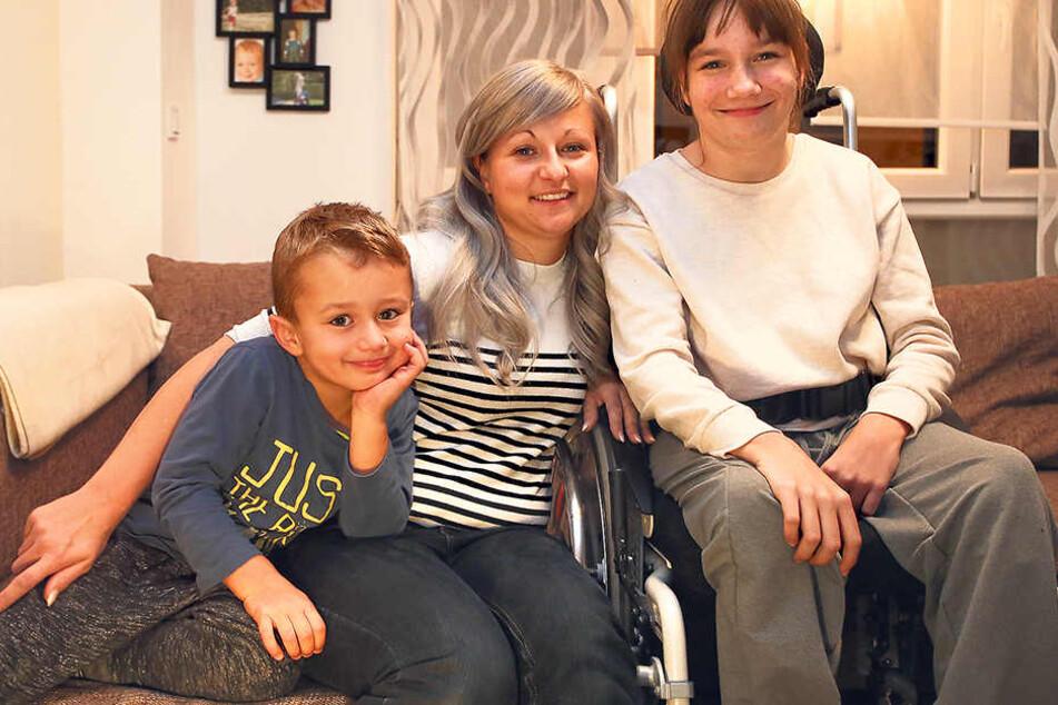 Eine glückliche Familie: Mutter Anja Tröger (27) mit Sohnemann Ric und Tochter Kim. Auch einen Partner gibt es.