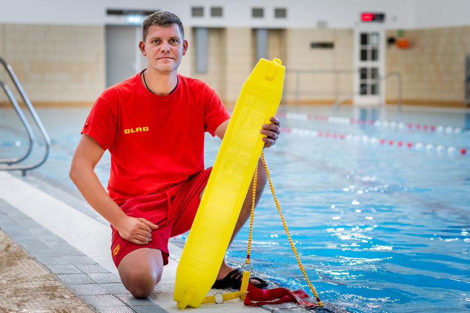 DLRG-Vorstand Martin Pfüller (39) bietet Hilfe für Kinder-Schwimmkurse an.Foto c:Dieses Jahr bleiben besonders viele Kinder Nichtschwimmer.