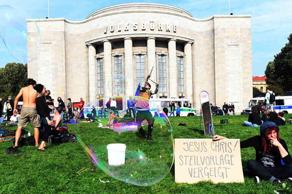 Mehrere Tage besetzten Aktivisten die Volksbühne in Berlin.