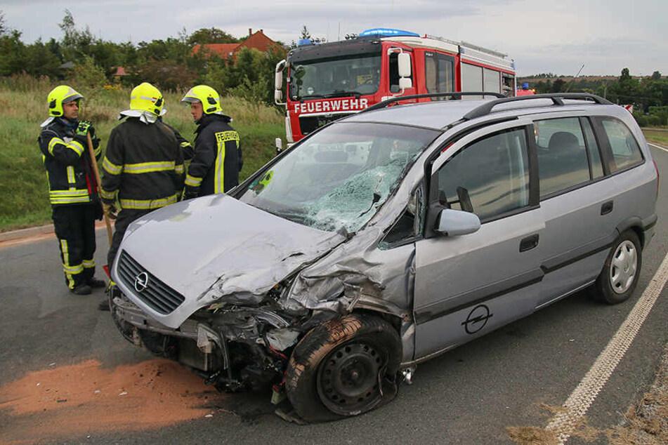 Der Opel schoss in den Gegenverkehr.