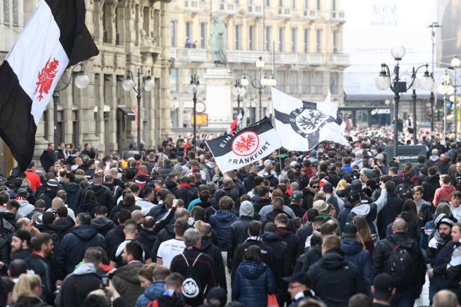 In Mailand zogen rund 20.000 Eintracht-Fans durch die Gassen.