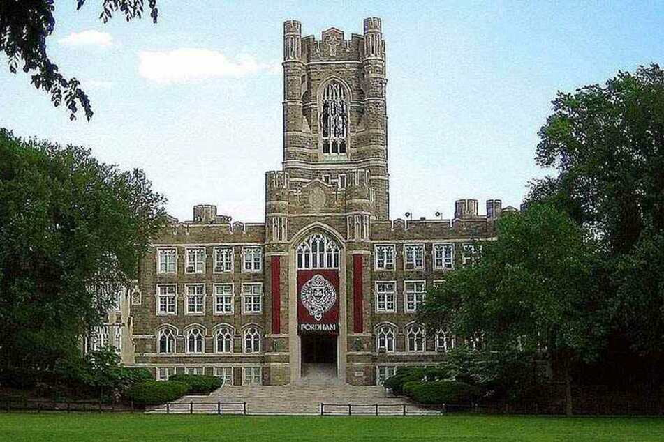 Vom Keating Hall Tower der Fordham University in New York stürzte die junge Frau in den Tod.