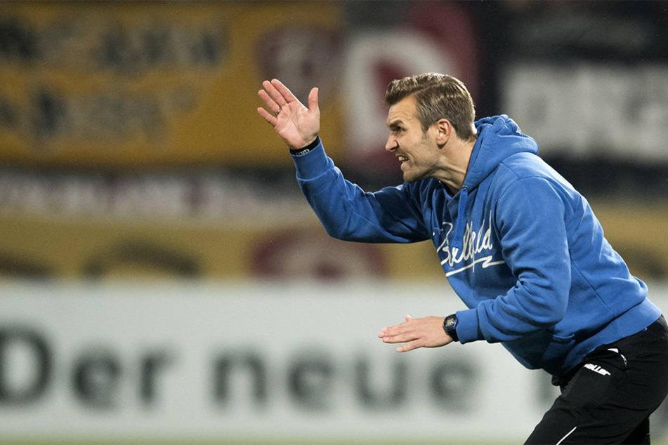 Carsten Rump steht ein letztes Mal an der Seitenlinie des DSC Arminia Bielefeld.