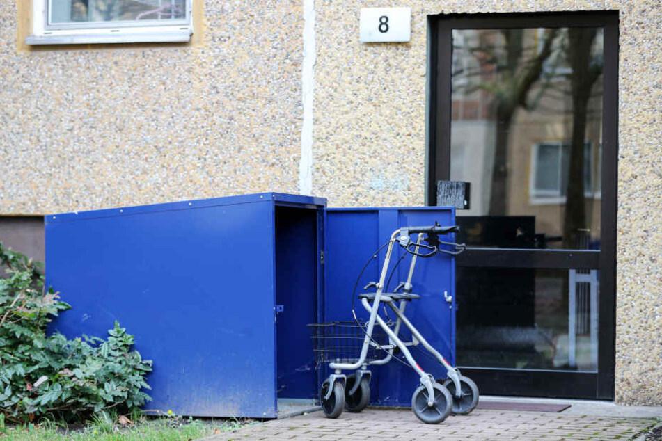 Rollatorboxen gehören an vielen Häusern zur Grundausstattung.