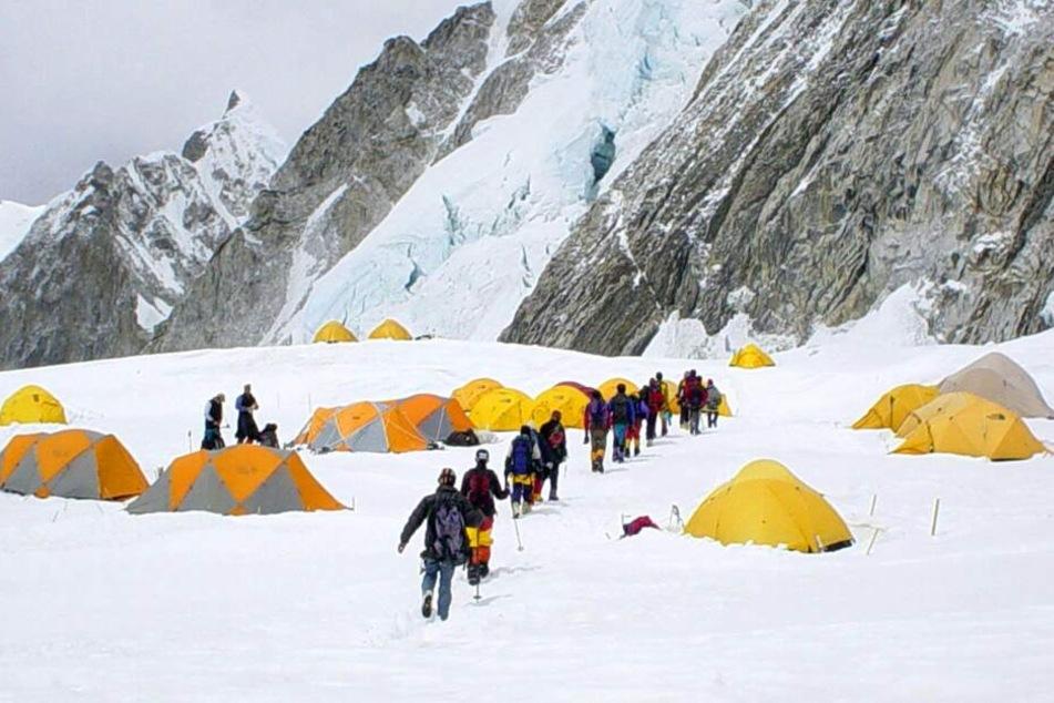 Ein Camp-Lager am Fuße des Mount Everest. (Symbolbild)