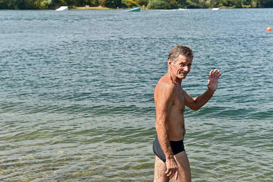 Antonio Mosczynski (50) hat keine Angst, in der Kiesgrube Leuben zu  schwimmen.