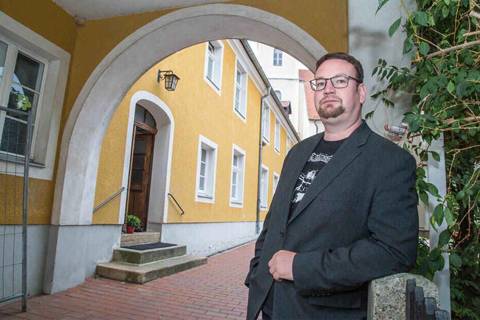 Pfarrer Daniel Schmidt (40) ärgert sich über den Verlust seiner Trainingsgeräte.