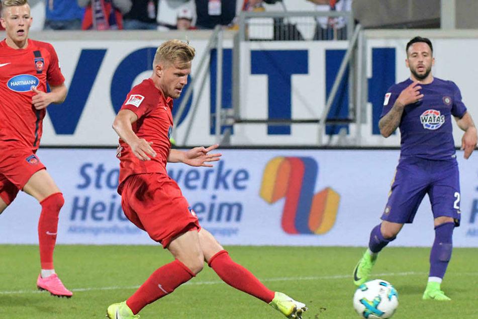 Die Entscheidung! Marcel Titsch-Rivero trifft zum 2:1 für Heidenheim.