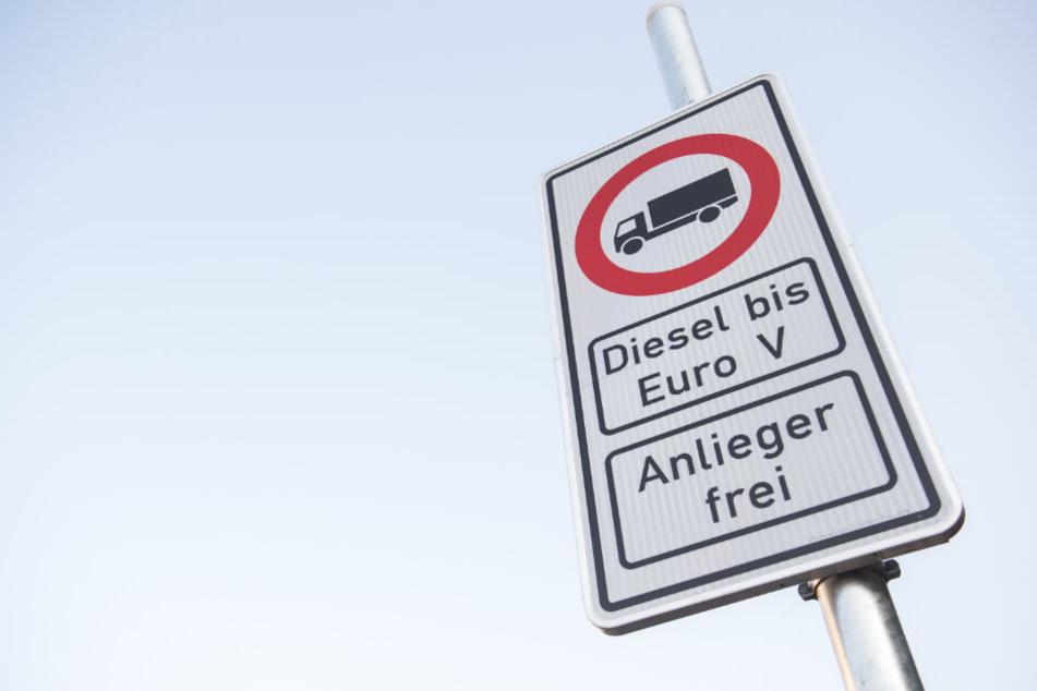 Vermutlich ist das Straßenschild mit dem Hinweise auf das Diesel-Fahrverbot bald häufiger in Hamburg zu sehen.