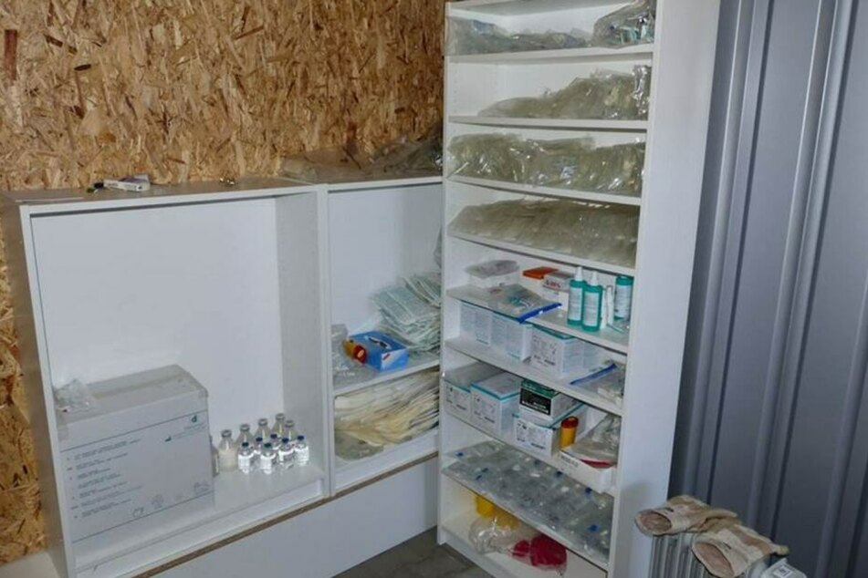 Die gesamte Garage war voll mit Doping-Utensilien.