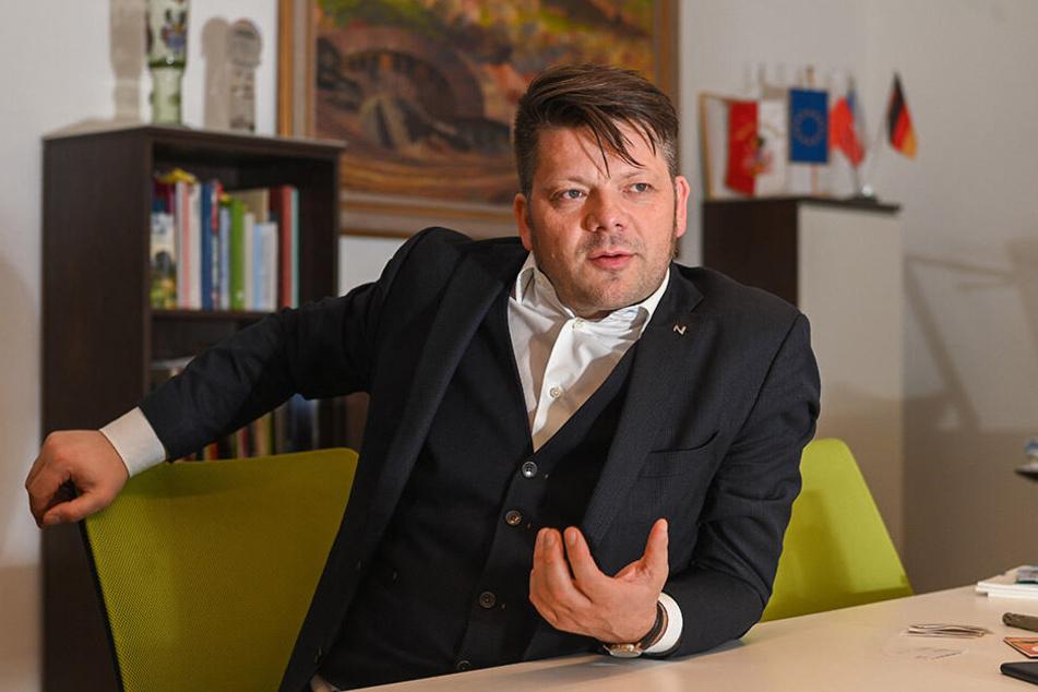 Zittaus OB Thomas Zenker (44) sieht im Betreiben der Baude gegenwärtig keine Gefahr.
