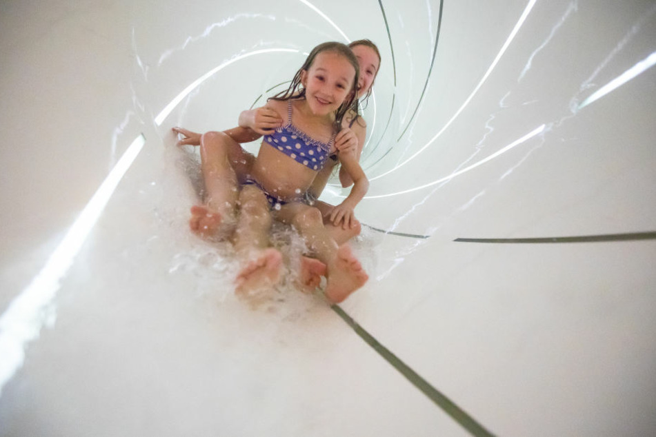 Für jung und alt: Auf den neuen Rutschen ist Spaß garantiert.