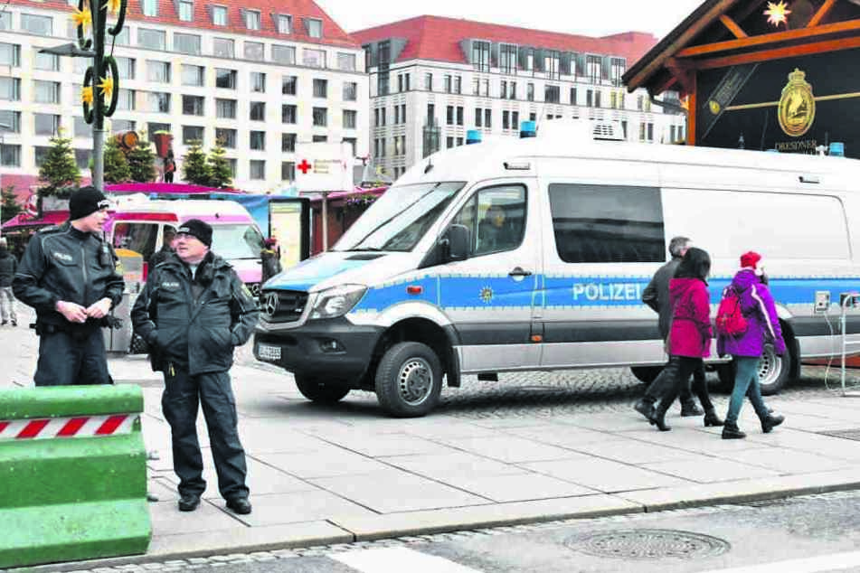 Die Polizei bilanzierte bislang einen sehr friedlichen Striezelmarkt.