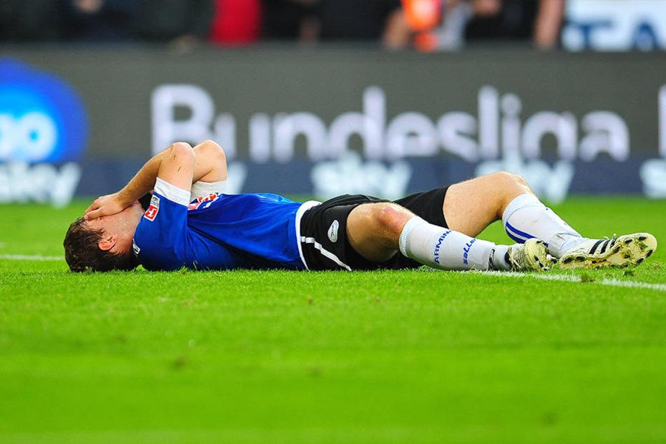 Nach der verlorenen Relegation war Fabian Klos am Boden zerstört.