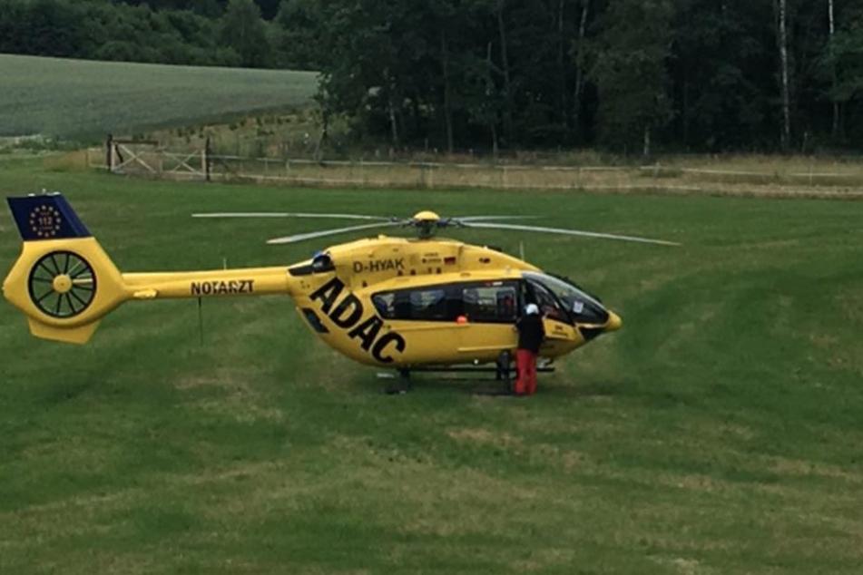 Ein Helikopter wurde angefordert. Das Kind der verunglückten Familie erlitt lebensbedrohliche Verletzungen.