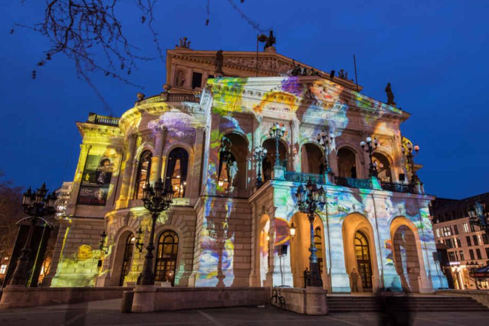 Auch die Alte Oper in Frankfurt fungiert als Teil der diesjährigen Luminale.