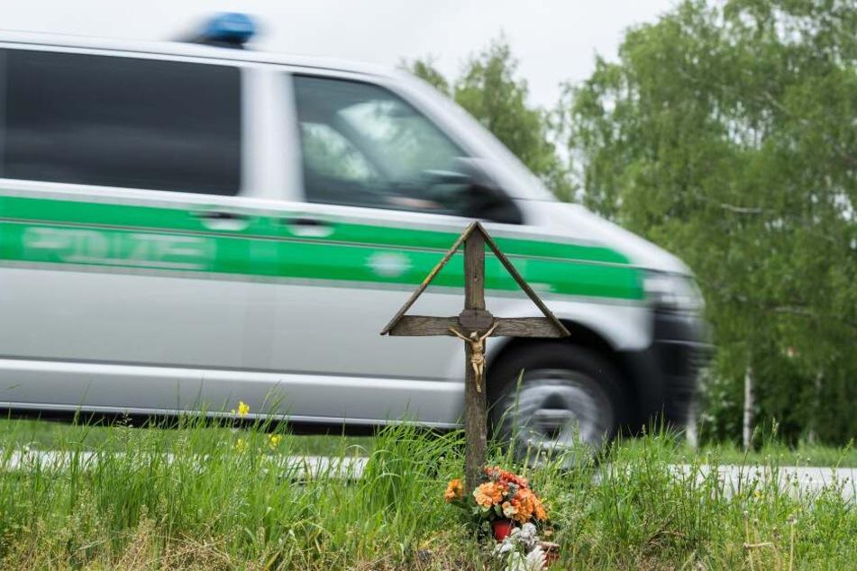 Autofahrerin wird bei Horror-Crash aus Wagen geschleudert und stirbt