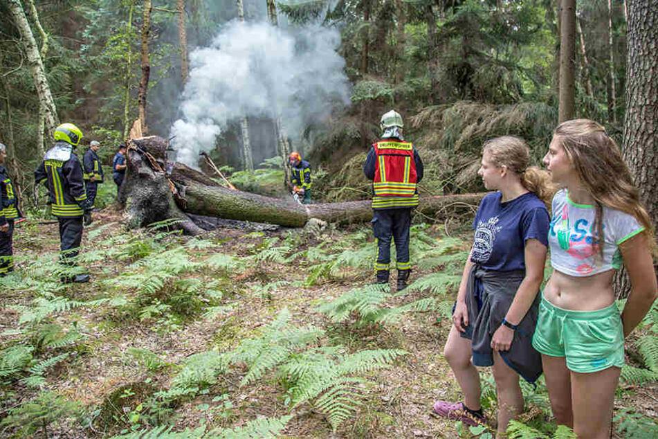 Sara (14, l.) und Lisa Krause (16) verhinderten bei Niesky eine Katastrophe.
