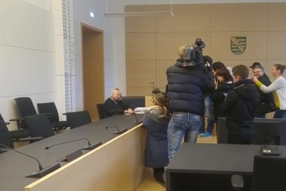 PEGIDA-Chef Lutz Bachmann ließ seine Anwältin alleine zur Verhandlung antanzen.