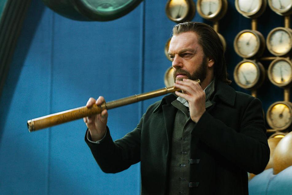 Der vielschichtige Thaddeus Valentine (Hugo Weaving) ist der heimliche Herrscher Londons.