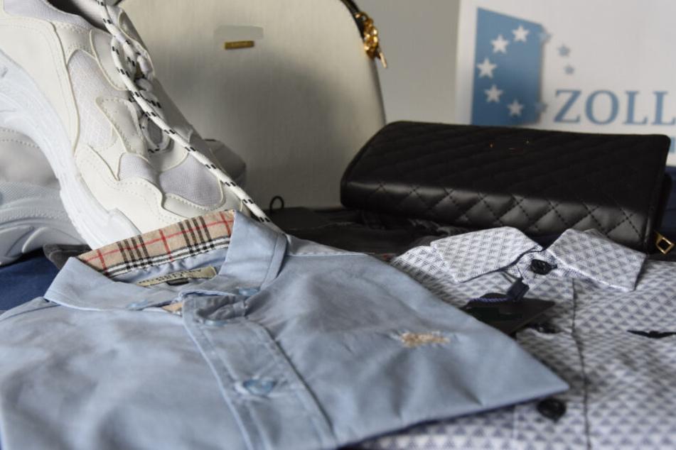 Originalwert 130.000 Euro: Beamte ziehen gefälschte Markenklamotten aus dem Verkehr