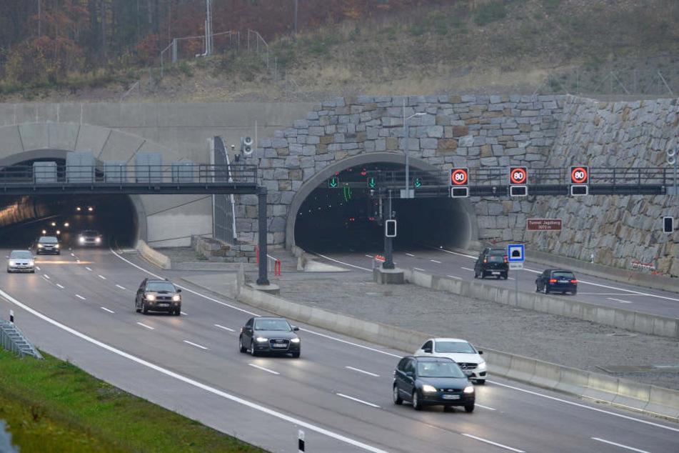 Die Blitzer an der A4 bei Jena lösen so oft aus, dass die Polizei bei der Bearbeitung der Verstöße nicht mehr hinterherkommt.