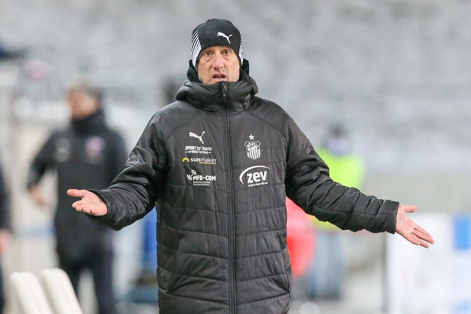 Muss am Dienstag mit seiner Elf gegen den SC Verl ran: FSV-Coach Joe Enochs.