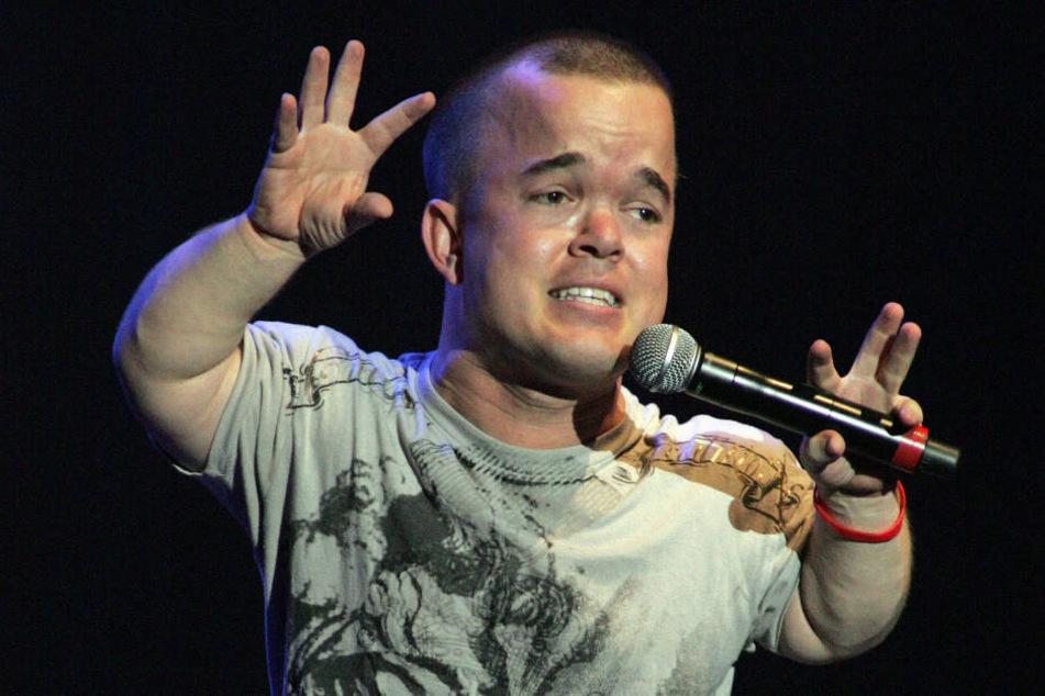 Brad Williams (36) ist ein US-amerikanischer Komiker. Auch er ist kleinwüchsig.