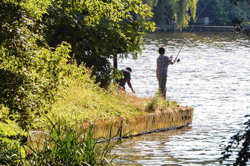 Der 18-Jährige stürzte beim Angeln in den Neckar. (Symbolbild)