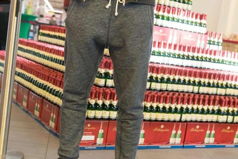 Der Exhibitionist entblößte sich im Supermarkt vor einer 21-Jährigen. (Symbolbild)