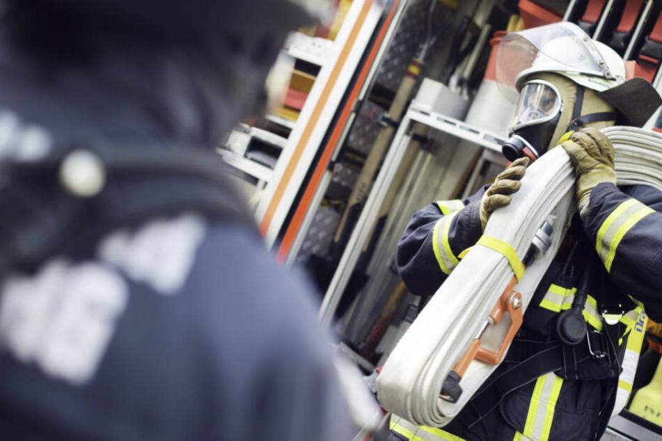 Bei einem Brand sind sieben Menschen in Bayern verletzt worden. (Symbolbild)